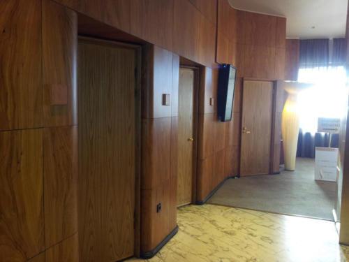 Hotel Vaakuna jalavaviiluiset ovet